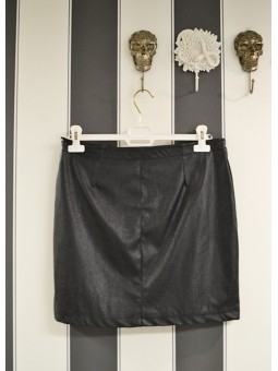 Falda de polipiel con cremalleras